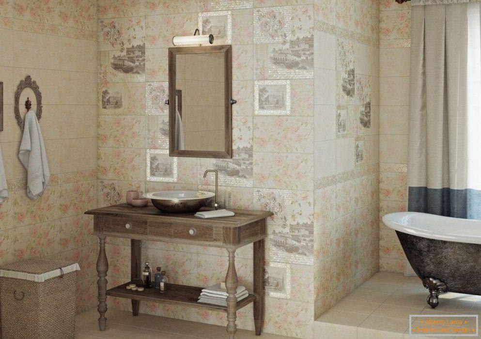 Decupagem de azulejo в ванной